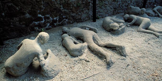 Moulages en plâtre des corps