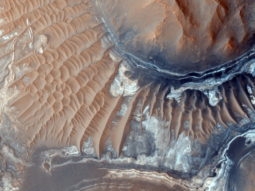 Les dunes de Noctis Labyrinthus. NASA/JPL-Caltech/University of Arizona