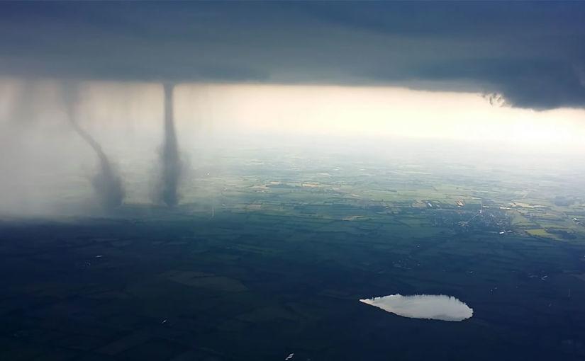 Double tornade vue du ciel en Allemagne, 5 juin 2016