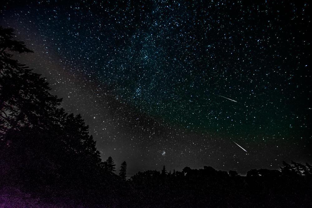 Photo d'étoiles filantes prises par Ian Algie le 13 août 2015, en Écosse.