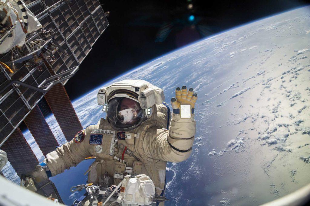 Sortie du cosmonaute russe Sergey Ryazansky en 2013.