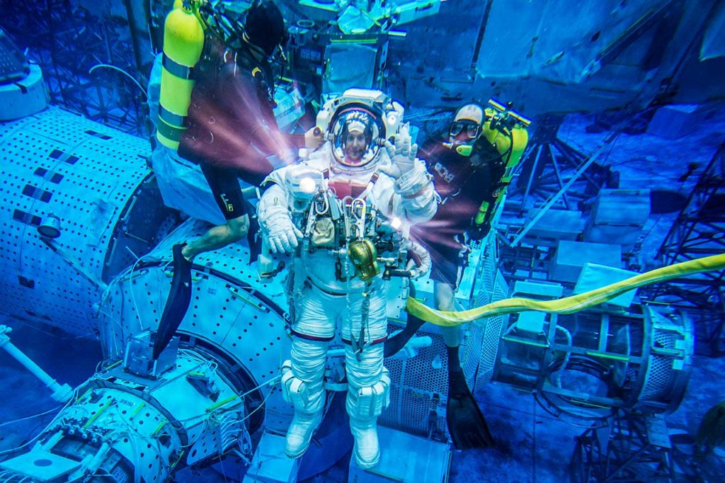 Thomas Pesquet dans la piscine du Johnson Space Center, en avril 2013